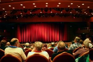 Expectadores en teatro