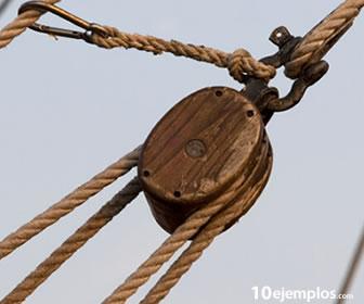 La polea, permite subir objetos pesados con poco esfuerzo